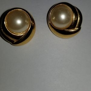 Vintage Napier pierced earringsgoldfrlled with fau
